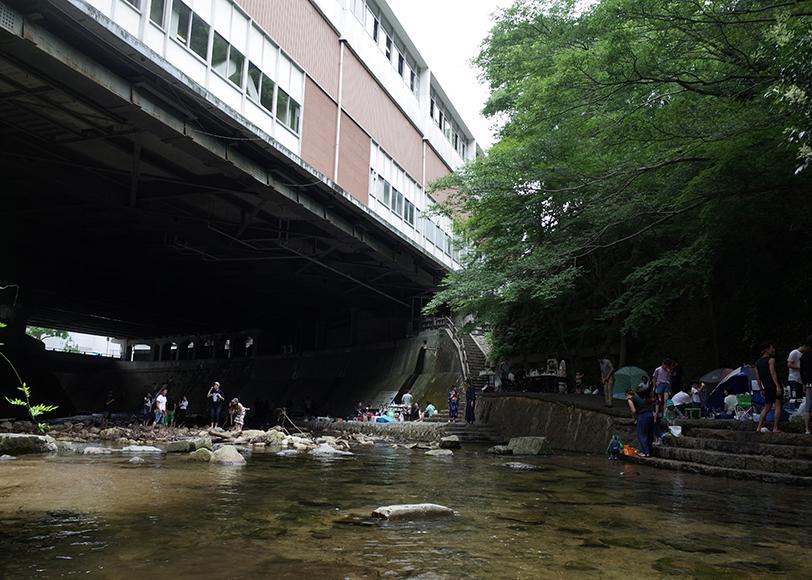 「新神戸駅」の清流